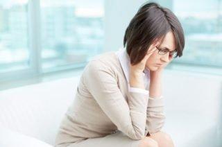 360 eyecare - toronto optometrist - woman experiencing eye emergency